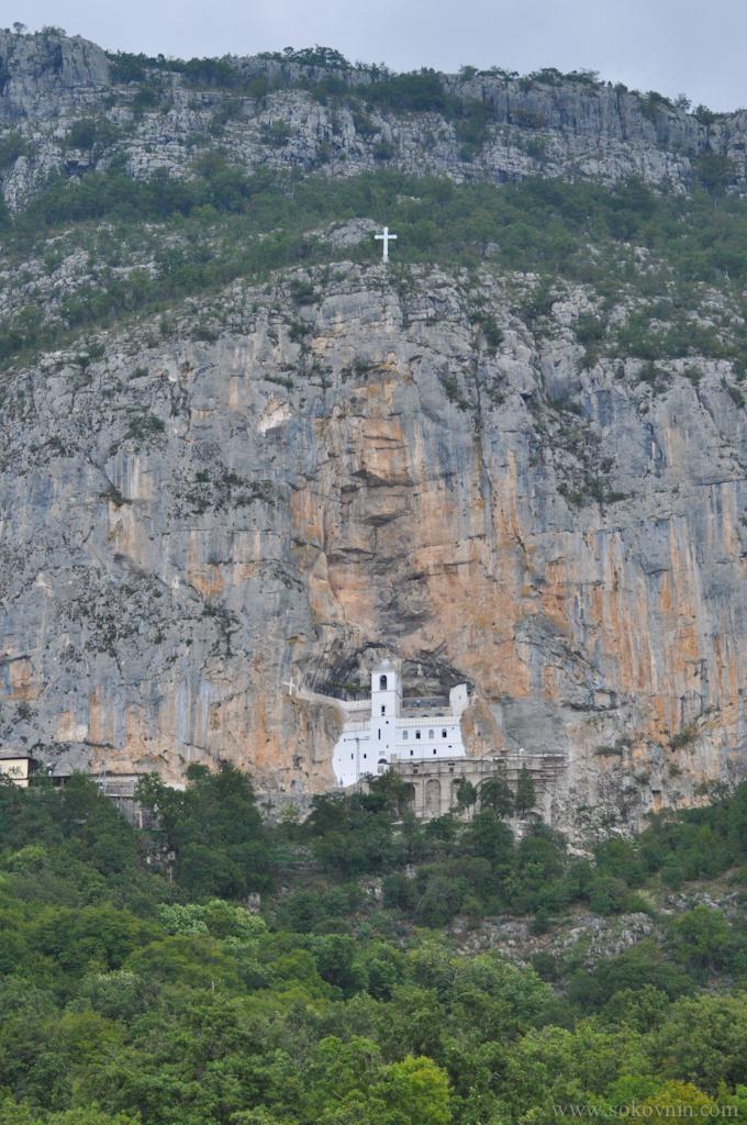 Монастырь Острог в скале