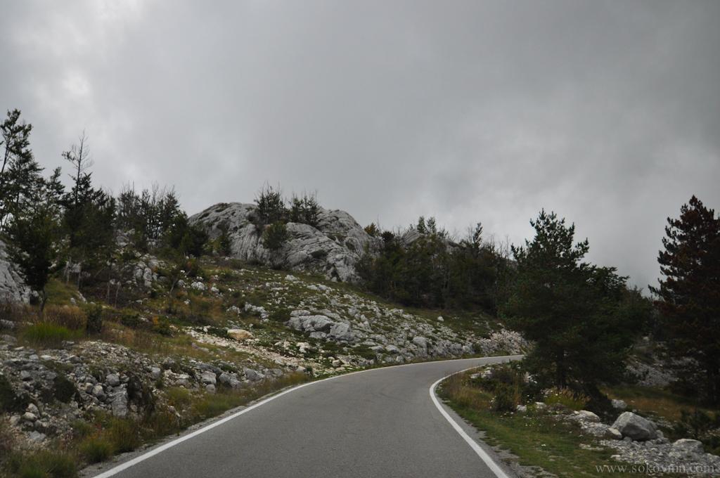 Узкая дорога на гору Ловчен