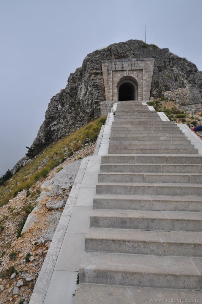 Лестница к мавзолею Негоша