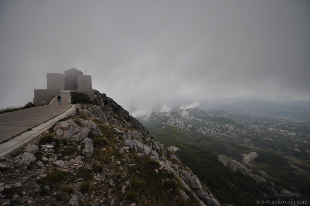 Мавзолей Негоша на горе Ловчен в Черногории
