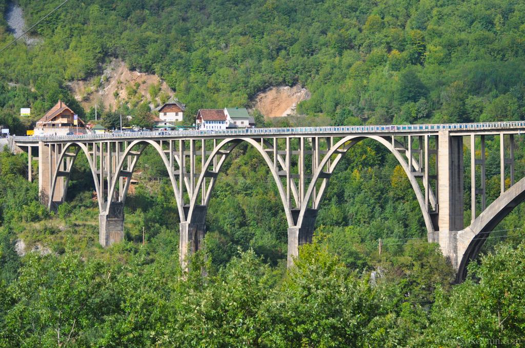 Фотография моста Джурджевича в Черногории