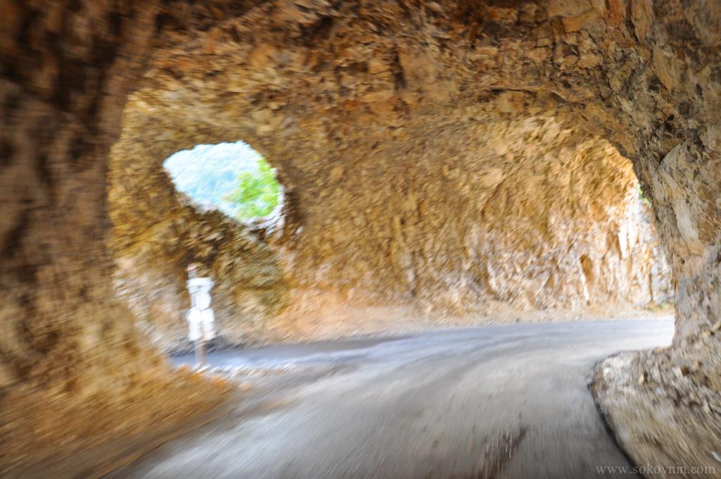 Перекрёсток в тоннеле