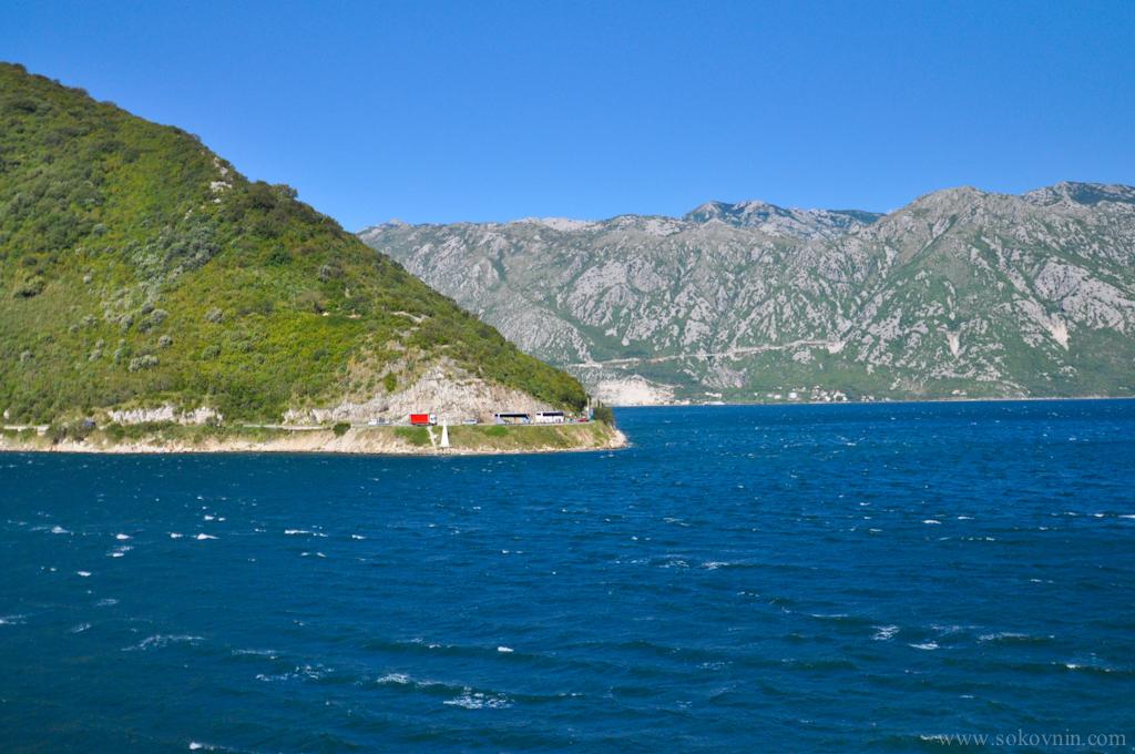Дорога вдоль побережья в Черногории
