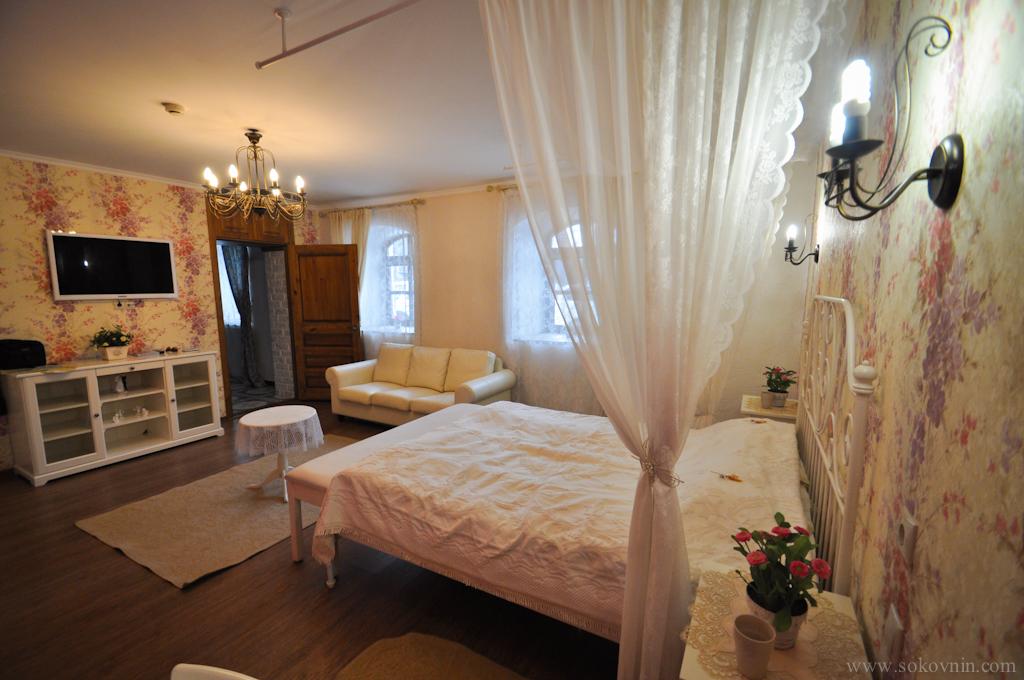 Отель Изборск номер свадебный люкс