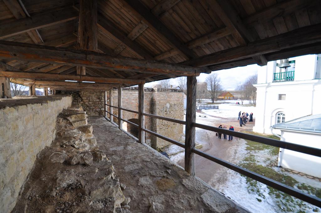 Прогулка по крепости в Изборске