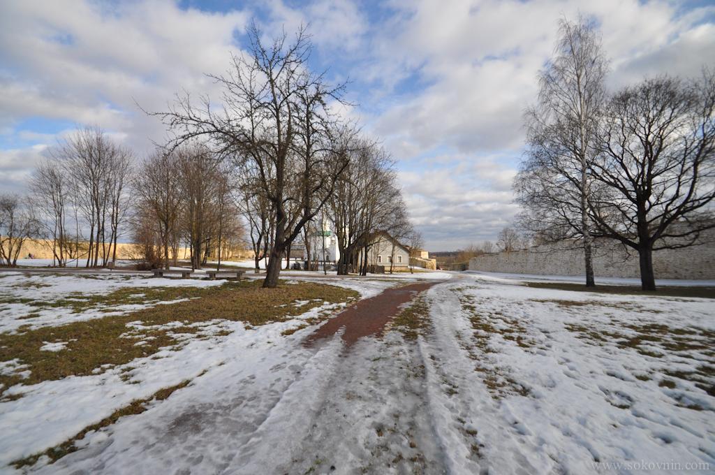 Территория в старой крепости Изборске