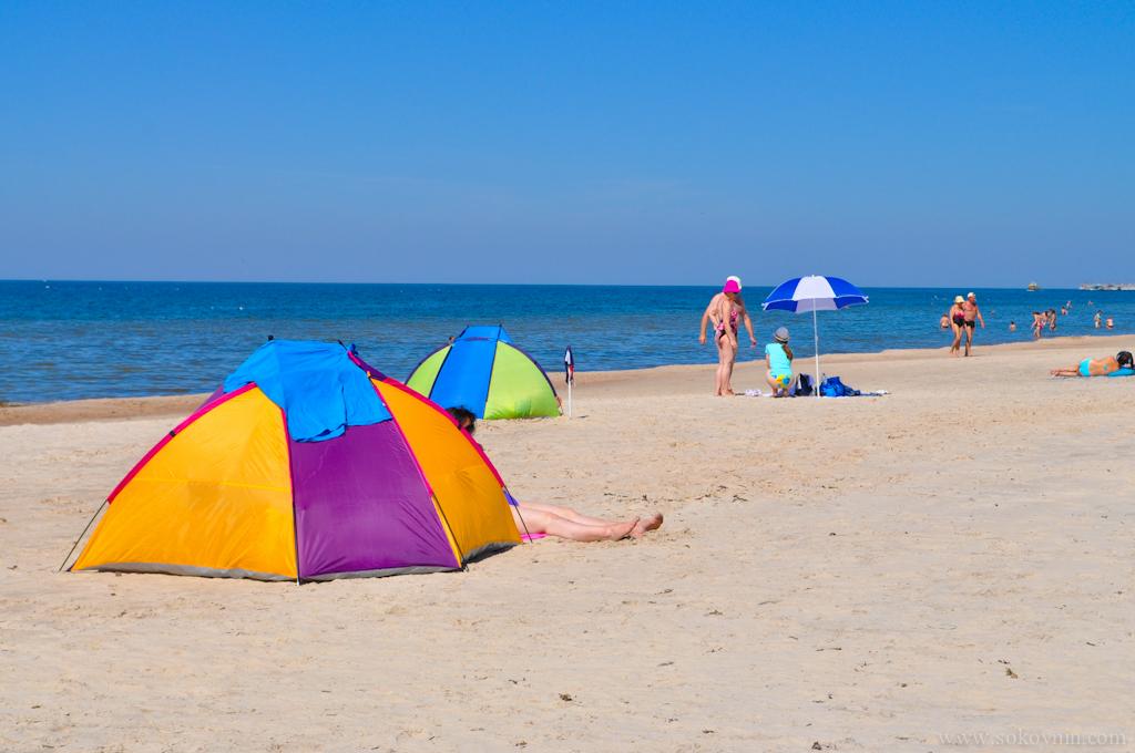 Палатки от ветра и солнца на пляже