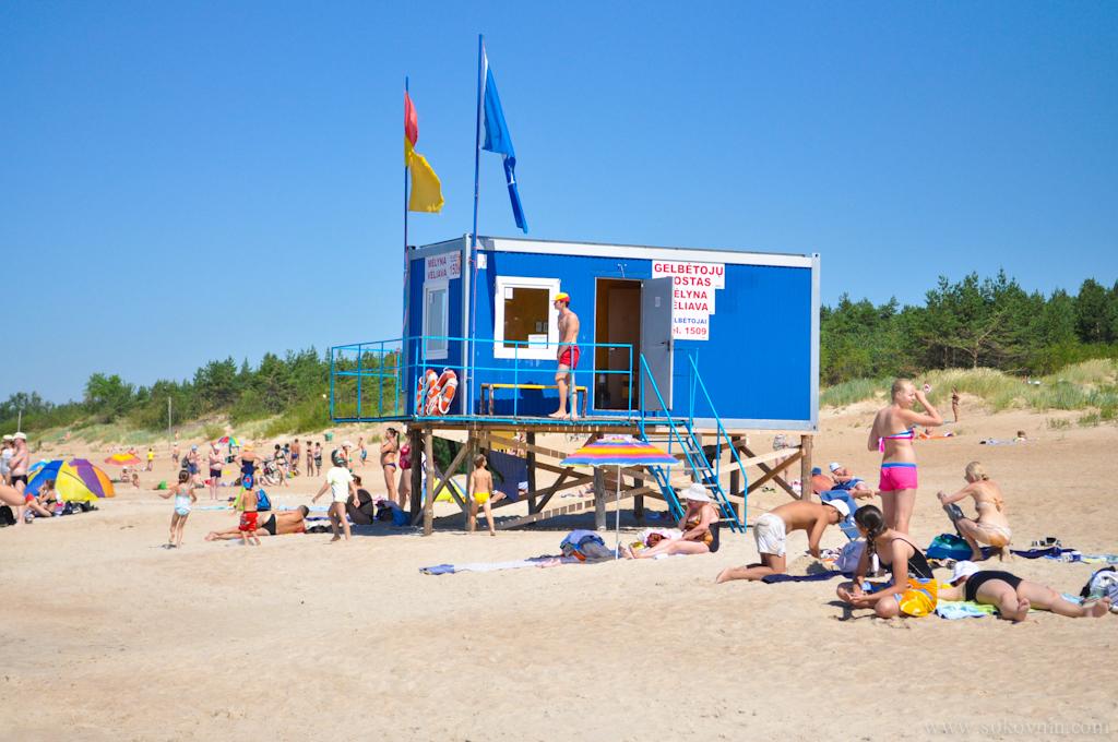 Будка спасателей на пляже