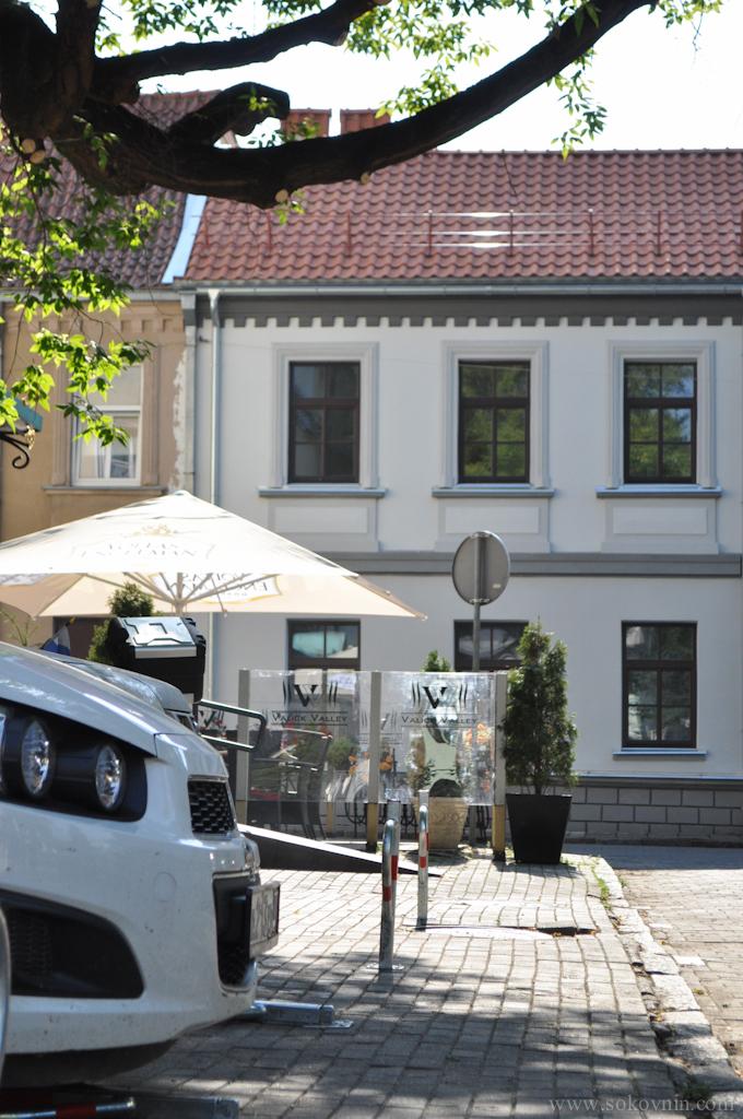 Парковка у отеля в Каунасе
