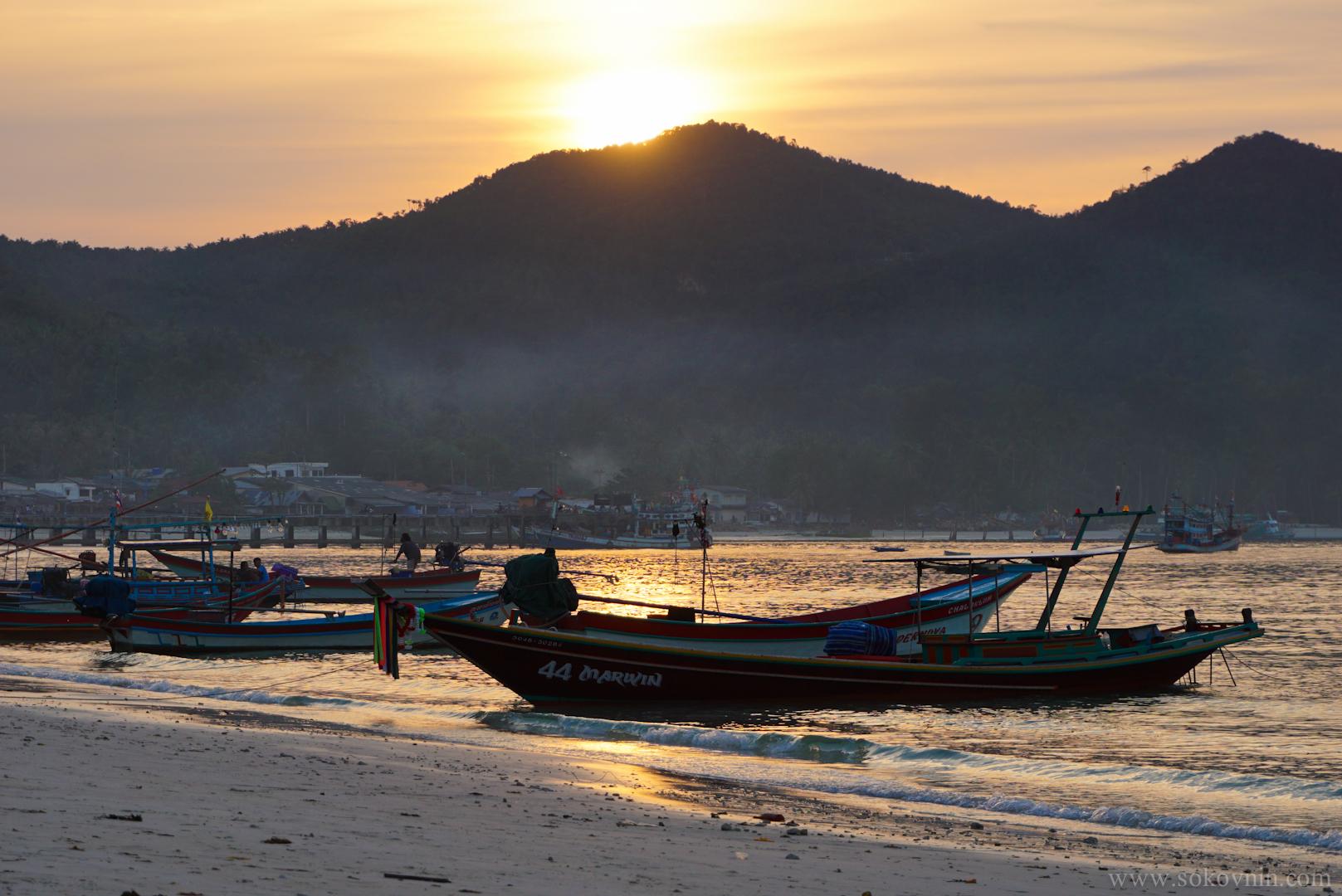 Закат на пляже Чалоклама