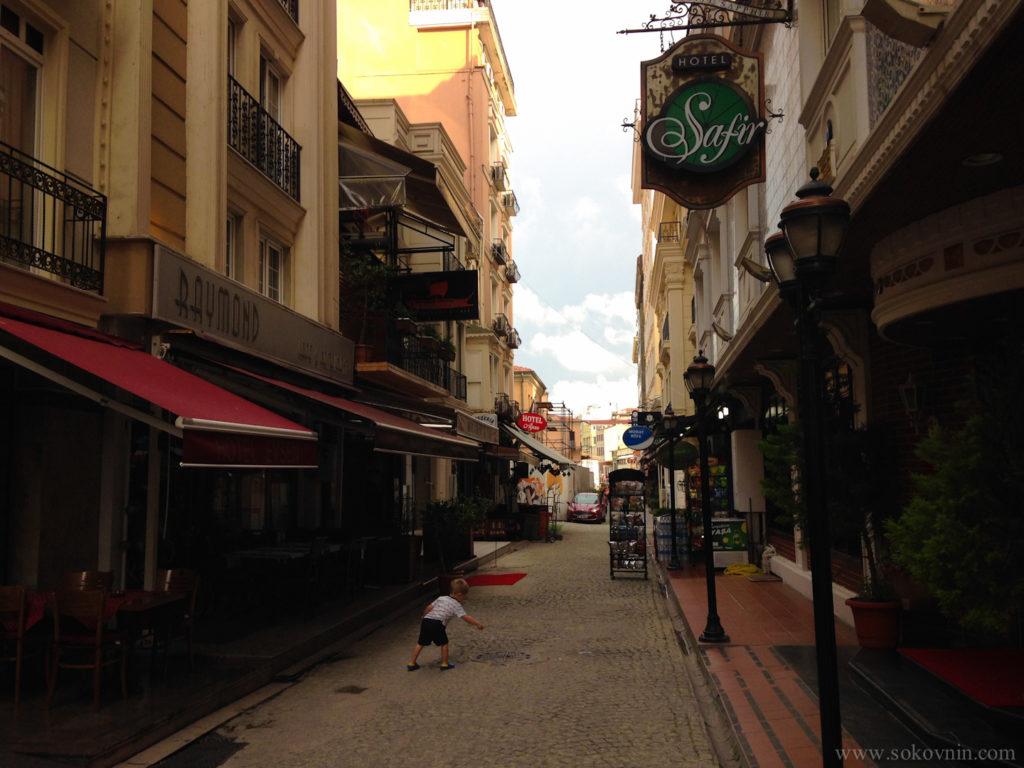 Узкие улочки старого города Стамбул