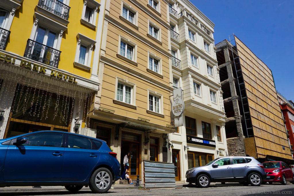 Отель Raymond Hotel в районе Левент Маслак рядом с парком Гюльхане