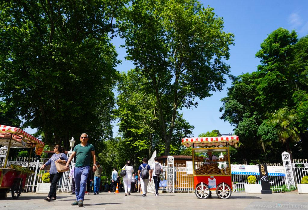 Вход в парк Гюльхане в Стамбуле
